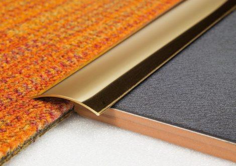 Réz burkolatváltó profil valódi sárgaréz szintkülönbség kiegyenlítő 30 mm 90 cm öntapadós