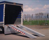 Ipari mobil rámpa 300 cm 400 kg/db 800 kg/pár teherbírás. Teherautó rámpa