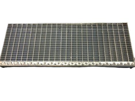 Horganyzott lépcsőrács 800X305