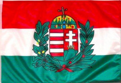 Magyar zászló koronás címerrel 150x250 cm kültéri kivitel
