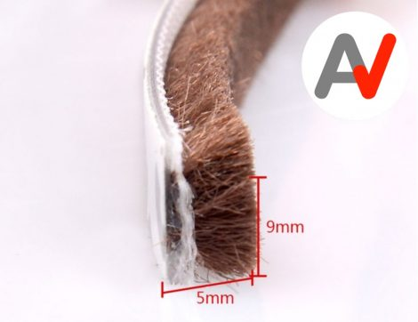 Öntapadós ajtószigetelő kefe, szélfogó kefe barna 9x5 mm