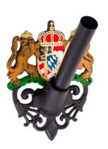 Díszes zászlórúd tartó  öntöttvas fali zászlótartó koronás díszitéssel